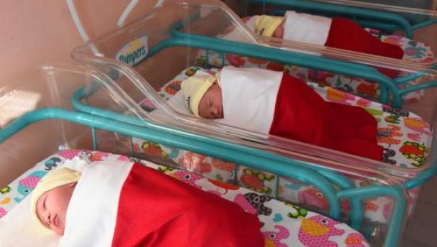 Първото бебе във Варна за 2021 г. проплака минута след полунощ