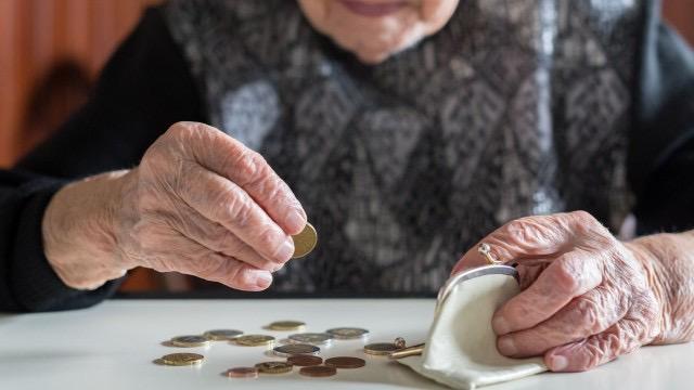 Минималната пенсия става 300 лева от 1 януари