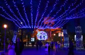 Варна посреща Коледа с красива украса (снимки)