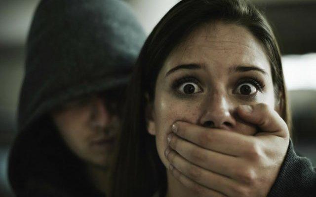 Като на филм: Двама варненци отвлякоха 18-годишно момиче