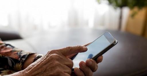 Телефонна измама във Варна: Възрастна жена плати за да и увеличат пенсията