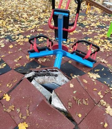 Вандали потрошиха за четвърти път детска площадка