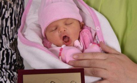 Лорен – първото бебе за годината, се прибира у дома