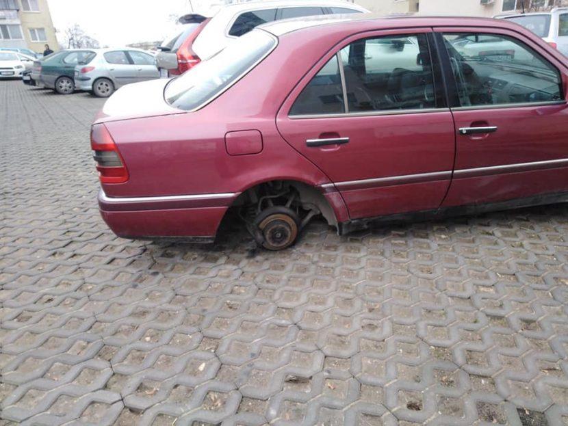 Задигнаха гумите на Мерцедес в Кайсиева градина (снимки)