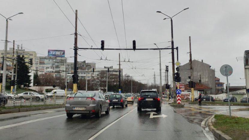 "Внимание шофьори във Варна – неработещ светофар на бул. ""Сливница"" и ул. ""Вяра"" до дом ""Младост"""