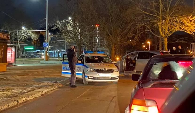 Карък: Кола се натресе в патрулка, полицай се хвана за главата!
