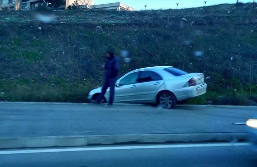 """Непочистен асфалт на бул. """"Левски"""" и кола излетя от пътя"""