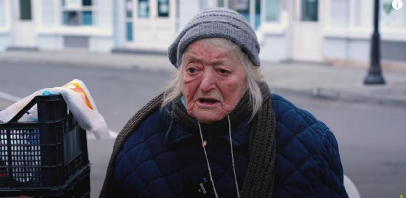92 годишната баба Стефка от 27 години всеки ден работи на Синия пазар (видео)
