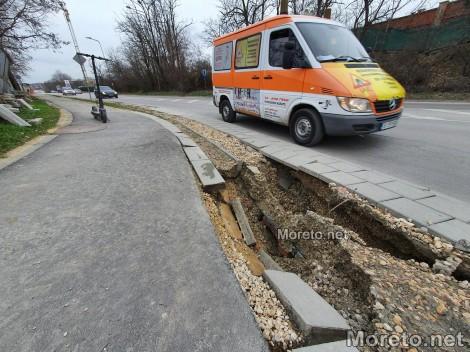 Огромна дупка застрашава шофьори и велосипедисти