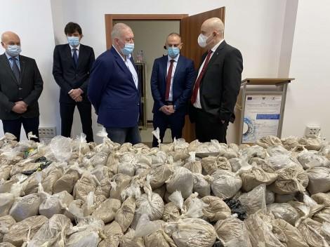 Задържаха хероин за 32 млн. лв. във Варна (снимки)