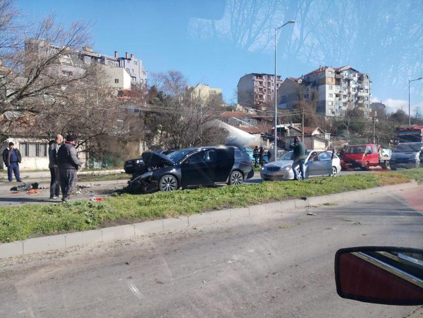 Катастрофа блокира Крайезерният път