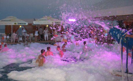 Хванаха 50 души на парти в открит басейн край Варна