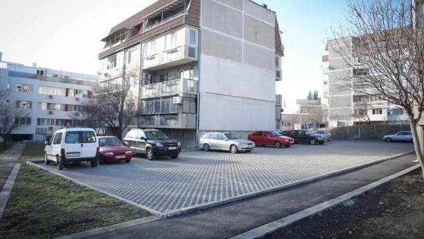 """Нови паркинги и градинки във """"Възраждане"""""""