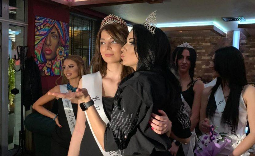 Кралица на Варна – Александра Николаева, кралица на България – Нелина Николова