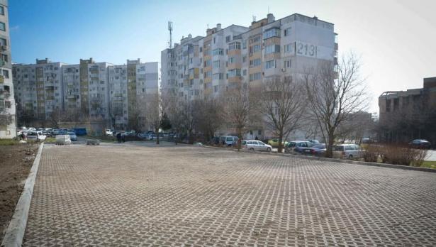 """Изграждат паркинги в район """"Вл. Варненчик"""""""