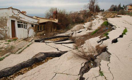 """Хотелиери притеснени заради свлачища, които откъсват """"Златни пясъци"""""""