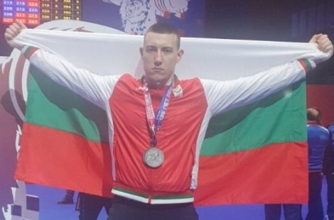Варненец с два сребърни медала от европейското по щанги в Москва