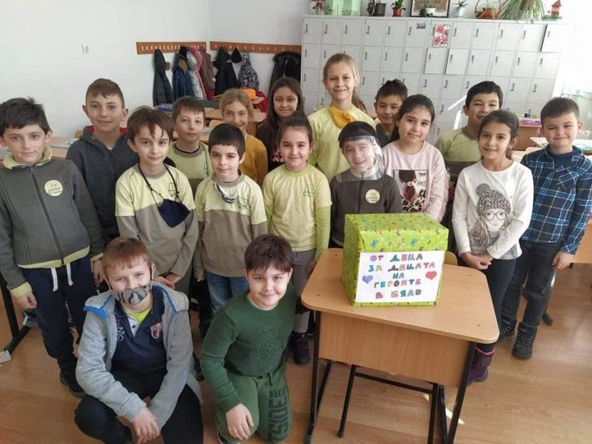 Варненски ученици дариха 1000 лв. за децата на медиците на първа линия