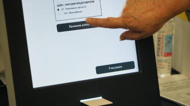 Бързо, лесно, удобно е гласуването с машини. Къде във Варна?