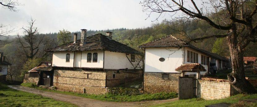 Хора, купувайте къщи на село!