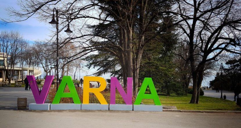 Реставрират пластика на входа на Морската градина във Варна