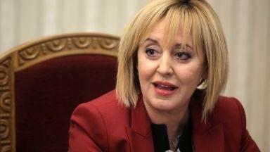 Манолова: Не е логично мандатът да бъде връчен на най-малката парламентарна група