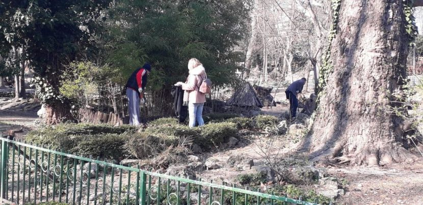 Доброволци участваха в пролетно почистване на варненския зоопарк (снимки)