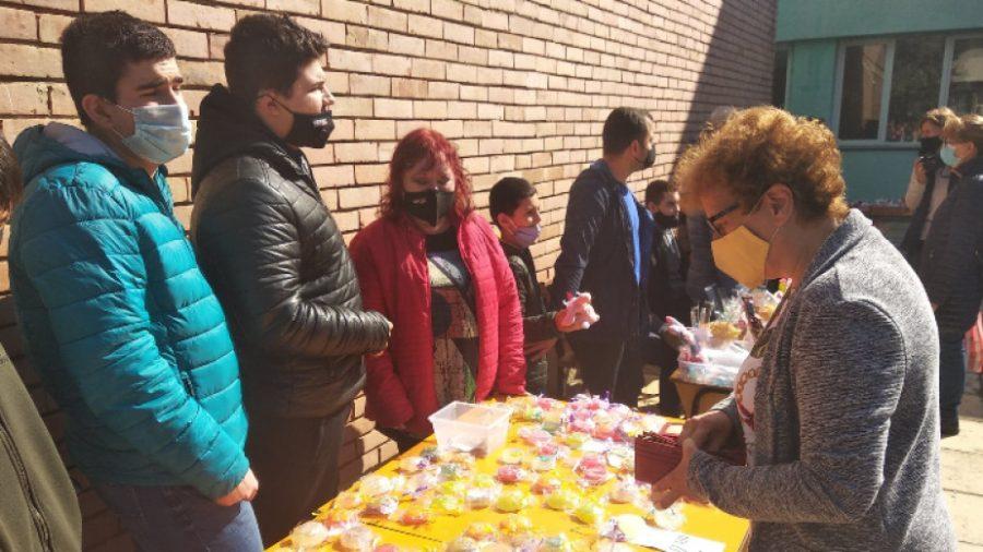 """Великденски базар подредиха в училището за деца с нарушено зрение в """"Аспарухово"""""""