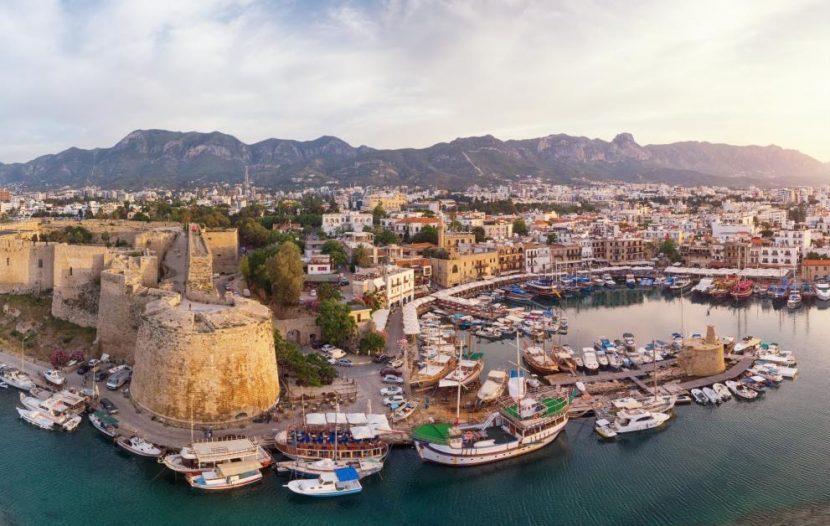 """Въвеждат """"коронапаспорти"""" в Кипър"""