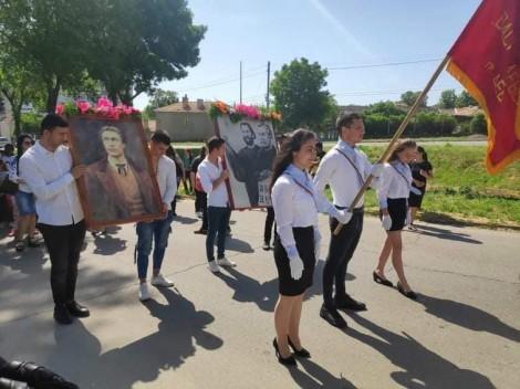 Девня отбеляза 24 май с многолюдно шествие, песни и танци