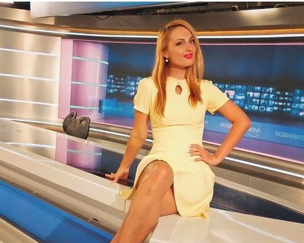Репортерка на Нова телевизия се разголи (снимки)