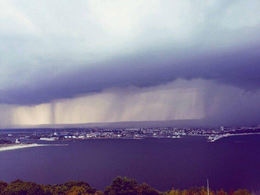 Прогноза за бури и градушки в половин България