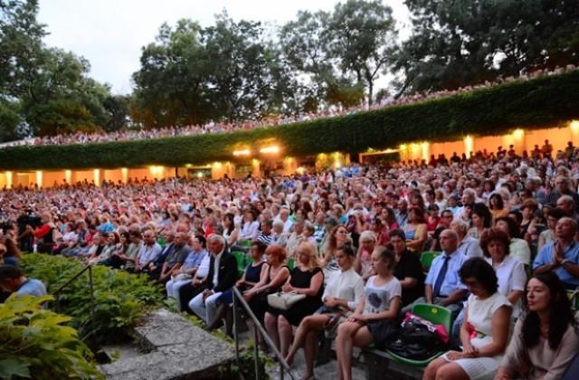 Четири театрални суперхита през юни в Летен театър – Варна