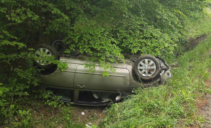 Две коли в канавка и трима пострадали в катастрофа на пътя Добрич-Варна
