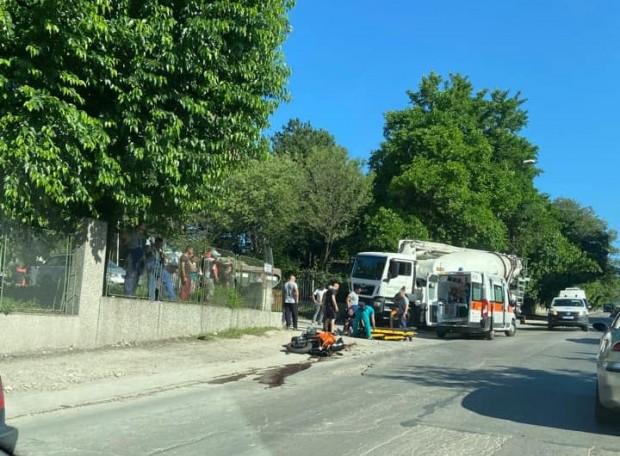 Бетоновоз помете моторист във Варна