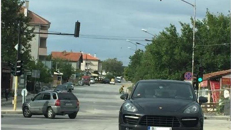 """Екшън във Варна: Надрусан чужденец задигна """"Кайена"""" на приятелката си"""