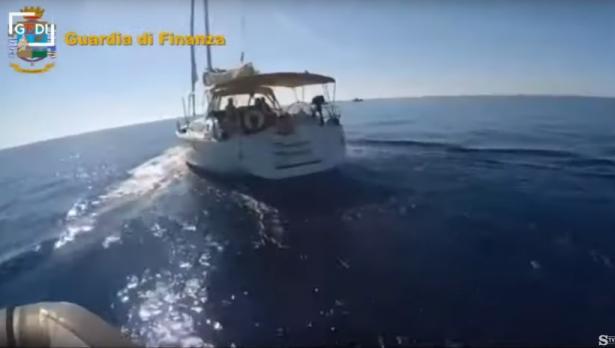 Задържаха яхта с трима българи и 6 т хашиш край Палермо (видео)