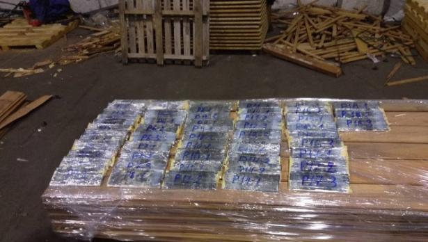 Още един отива в ареста, обвинен в контрабанда на близо 400 кг хероин открит във Варна