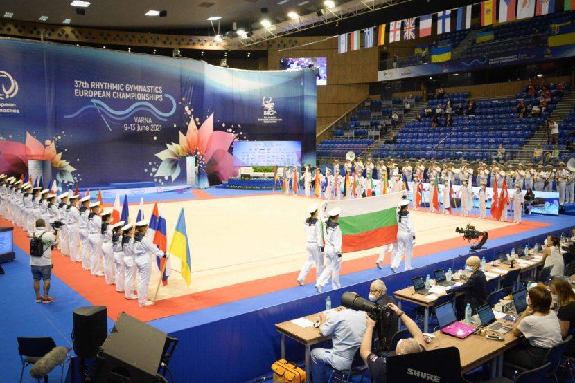 Над 170 доброволци участваха в организацията първенството по художествена гимнастика във Варна.