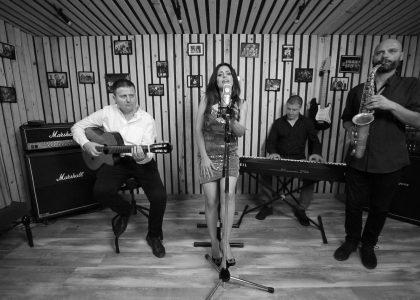 Фолклорната изпълнителка Ваня Вълкова изненада приятно своите почитатели