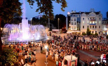 Празничен концерт край фонтана за Деня на Освобождението на Варна