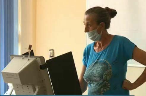 Машина затрудни жена от Каменар, гласува близо час