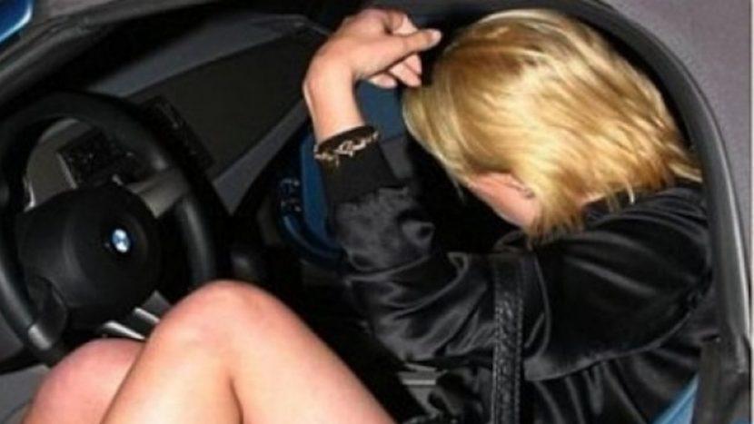 Пияна и дрогирана жена без книжка помете четири коли в Слънчев бряг